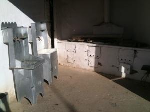 Outdoor wash basins